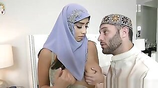 Curvy Hijab Virgin Fucked On Wedding Night
