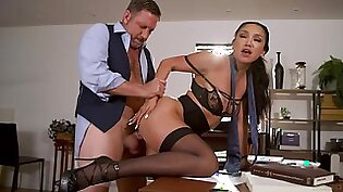 Fucking awesome secretary Vicki Chase gets intimate with her old boss