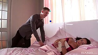 Horny guy wakes up his GF Kristall Rush with an unforgettable cunnilingus