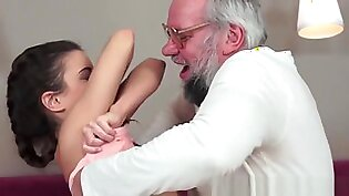 Teen Loves To Get A Facial From Grandpa